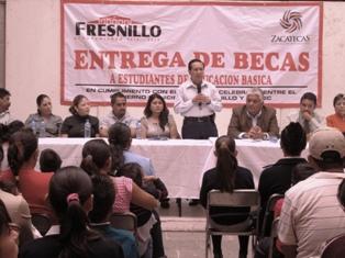 SIGNAN CONVENIO GOBIERNO DE FRESNILLO Y SEC PARA ENTREGAR BECAS A 286 ESTUDIANTES POR MÁS DE 300 MIL PESOS