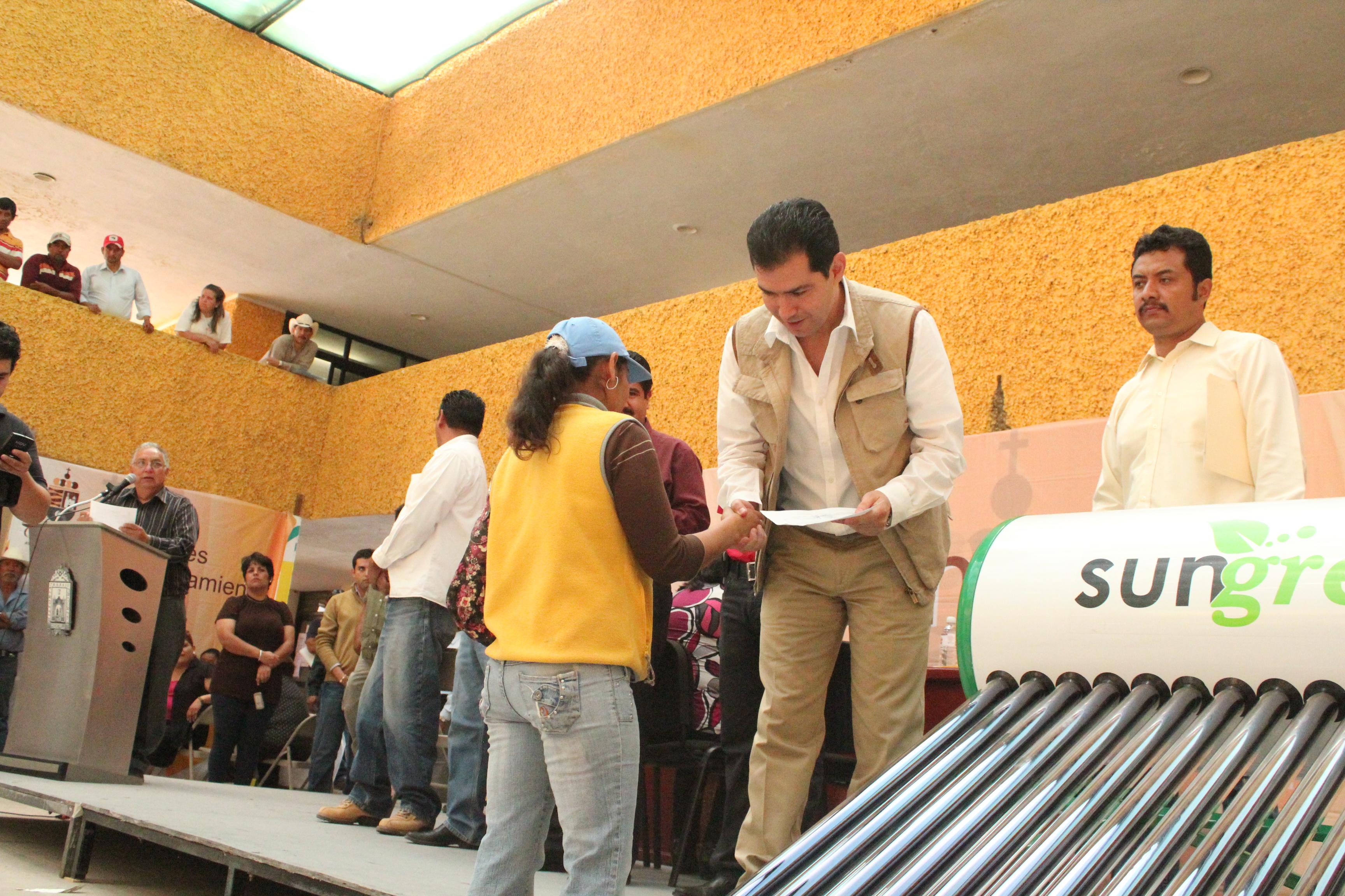 IMPULSA Y FACILITA MUNICIPIO TECNOLOGIAS AMBIENTALES Y AHORRATIVAS EN HOGARES GUADALUPENSES