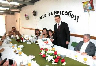 EL COLEGIO JUANA DE ARCO FESTEJA CUMPLEAÑOS DEL GOBERNADOR MIGUEL ALONSO