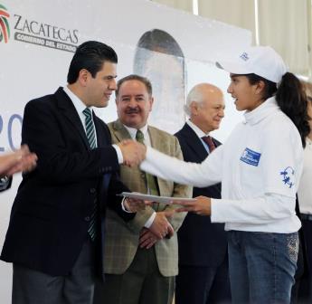 RECONOCE MAR A ESTUDIANTES DE BACHILLERATO POR OBTENER SEXTO LUGAR NACIONAL EN MATEMÁTICAS