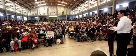 RECIBE VALPARAÍSO 57 MDP EN APOYOS SOCIALES  DE MANOS DEL GOBERNADOR