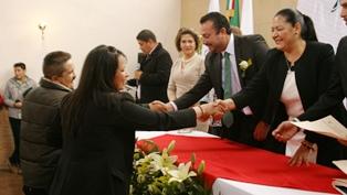 EN CEREMONIA COLECTIVA,  CONTRAEN MATRIMONIO CIVIL 52 PAREJAS