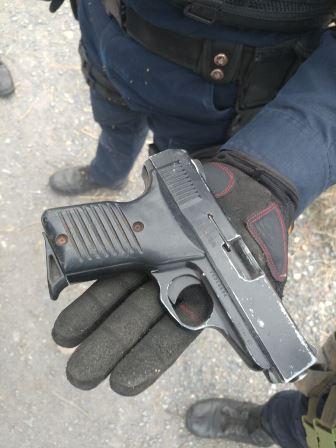 DETIENE PEP Y POLICÍA MUNICIPAL DE FRESNILLO A UN HOMBRE EN POSESIÓN DE UN ARMA DE FUEGO