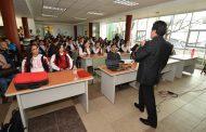 BRINDAN CONFERENCIA MAGISTRAL A ESTUDIANTES EN LA BIBLIOTECA MUNICIPAL