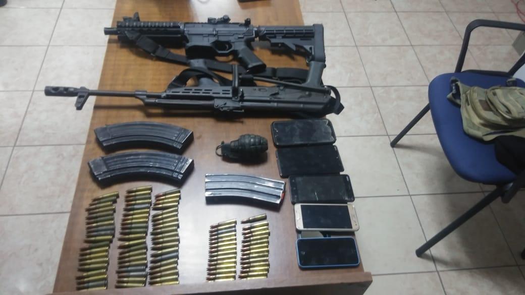 ASEGURA PEP EN LORETO DOS ARMAS DE FUEGO LARGAS, UNA GRANADA Y DETUVO A NUEVE HOMBRES
