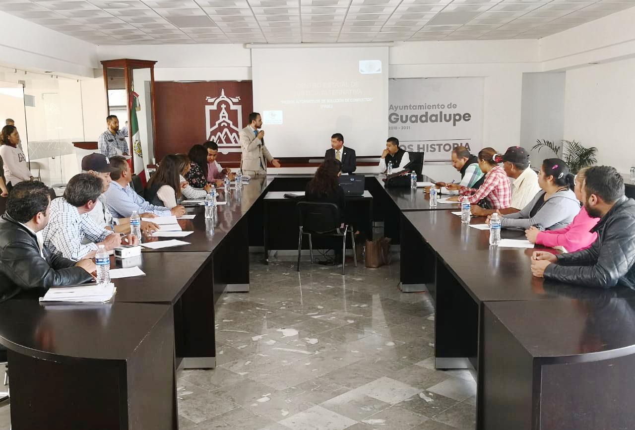 """""""MECANISMOS ALTERNOS DE SOLUCIÓN DE CONTROVERSIAS, COADYUVAN A LA CONSTRUCCIÓN DE LA PACIFICACIÓN SOCIAL"""": FLORES RODRÍGUEZ"""