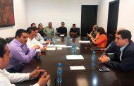 REGRESAN A CLASES 17 MIL ESTUDIANTES; CONJURAN HUELGA EN COBAEZ