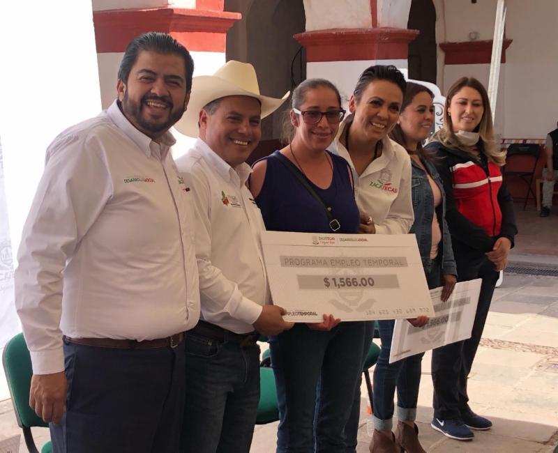 ENTREGA GOBIERNO DEL ESTADO APOYOS DEL PROGRAMA DE EMPLEO TEMPORAL A FAMILIAS DE PINOS