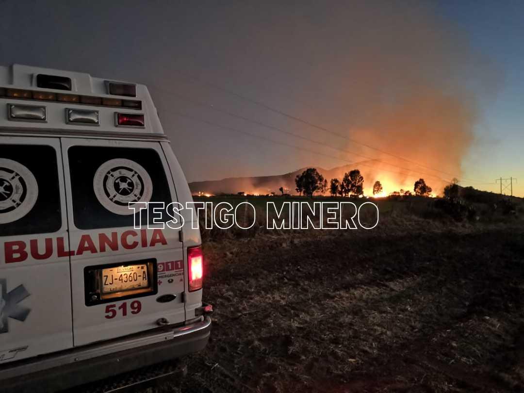BOMBEROS FRESNILLO, SE RIFA LA VIDA AL CONTROLAR MEGA INCENDIO