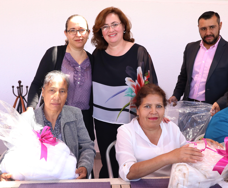FESTEJAN A LAS MADRES DEL CLUB DE LA TERCERA EDAD LA DIVINA PROVIDENCIA