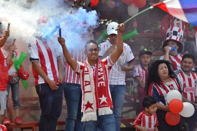 CHIVAS DERROTA A LAS ÁGUILAS EN EMOTIVO ENCUENTRO DE LEYENDAS DEL FUTBOL