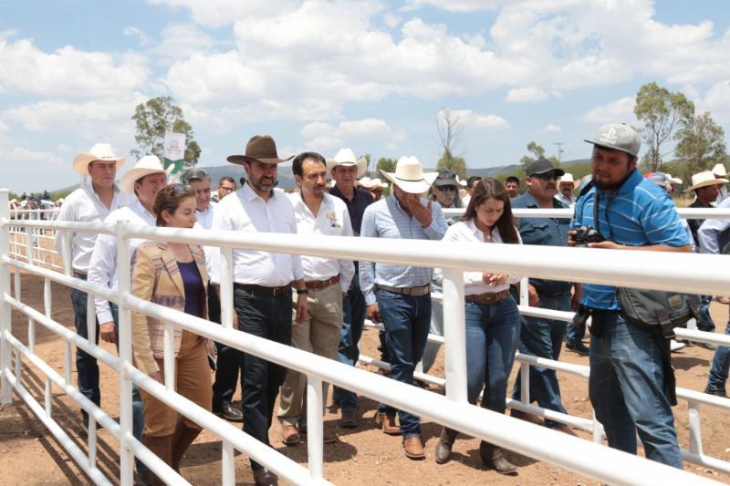 ENTREGA GOBIERNO DEL ESTADO CORRALES DE RESGUARDO PARA COMBATIR EL ROBO DE GANADO