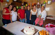 La presidenta del DIF municipal, Lupita Pérez Vázquez festeja onomástico 95 de Doña Chilo