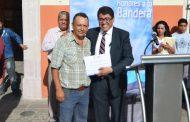 Trabajadores del H. Ayuntamiento son reconocidos por su labor y reciben reconocimiento por parte del alcalde Saúl Monreal Ávila