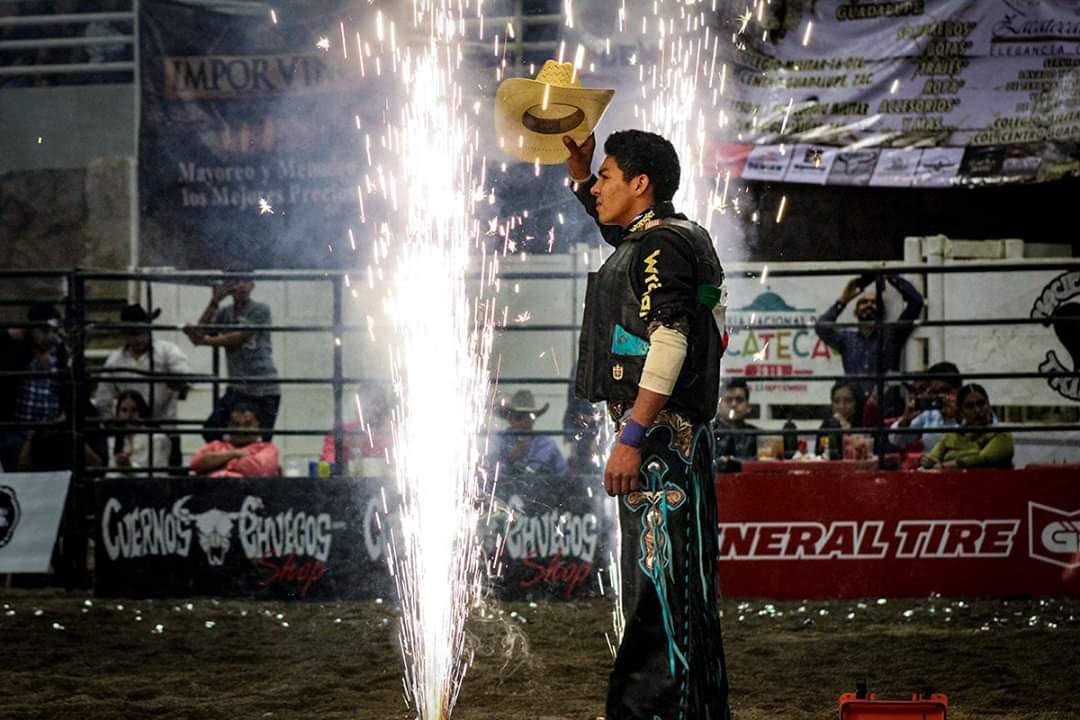ABARROTA CUERNOS CHUECOS