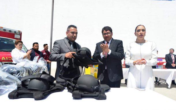 ENTREGA SAÚL MONREAL ÁVILA; 2 MILLONES 997 MIL PESOS, EN EQUIPAMIENTO DE  ELEMENTOS DE SEGURIDAD PÚBLICA Y PROTECCIÓN CIVIL