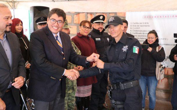 EQUIPAN Y CAPACITAN A LA POLICÍA MUNICIPAL