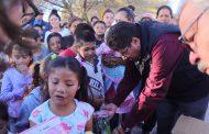 SAÚL MONREAL LLEVA ALEGRÍA A LOS NIÑOS DE LA COMUNIDAD FRANCISCO GARCÍA SALINAS