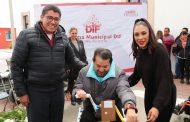 BENEFICIAN A 50 PERSONAS CON DISCAPACIDAD MOTRIZ CON LA ENTREGA DE CARRITOS DE MOVILIDAD CON MANIVELA