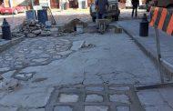 Personal de Obras Públicas continúa con los trabajos de bacheo en cabecera municipal*.