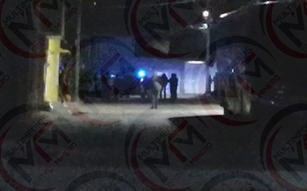 CON 28 DISPAROS BALEAN CASA DE JOVEN MUJER