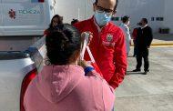 Entrega de apoyos alimentarios a personal de intendencia y vigilancia en Hospital Comunitario.