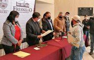 DAN CERTEZA JURIDICA A VECINOS DE LA COLONIA FRANCISCO VILLA CON LA ENTREGA DE ESCRITURAS