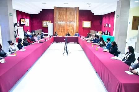 La diputada Gabriela Pinedo y representantes de sector sociales, académicos y gubernamentales analizan el fenómeno de la alienación parental