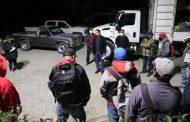 EL ALCALDE, MARTÍN ÁLVAREZ SUPERVISA EL TRABAJO DEL PERSONAL DE RECOLECCIÓN DE LIMPIA