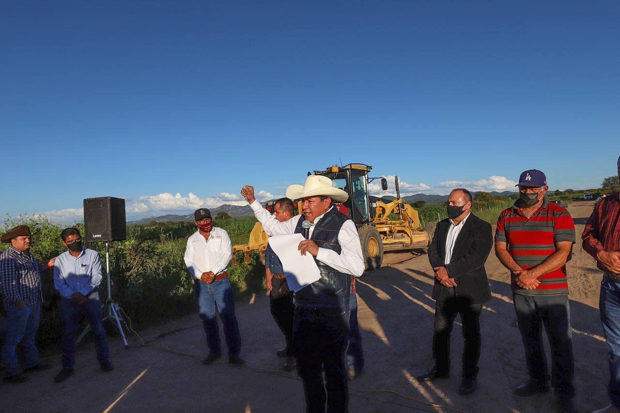 En Guadalupe de Trujillo, David Monreal inicia la transformación de las carreteras en Zacatecas